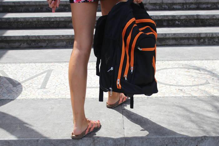 Topmove Rucksacktrolley in der Hand getragen
