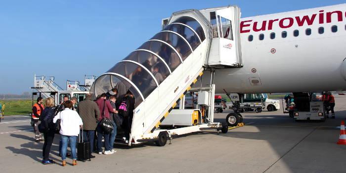 Eurowings-Flugzeug auf dem Rollfeld