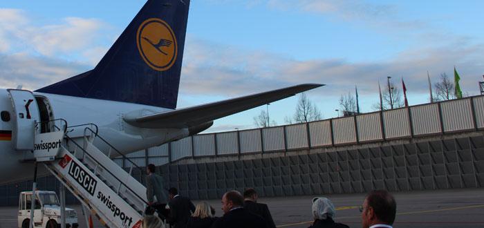 Eine Notebook oder Tablet im Handgepäck bei der Lufthansa