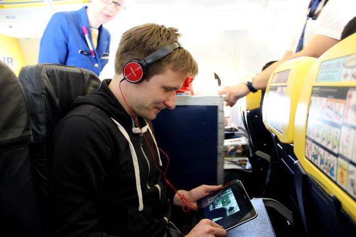 Tablet im Flugzeug bei Ryanair
