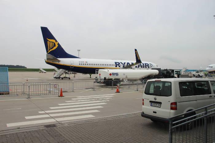 Kontrolle des Handgepäcks bei Ryanair