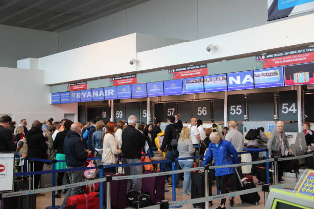 Ryanair: Man kann gesamtes Gepäck auf Kinder buchen!