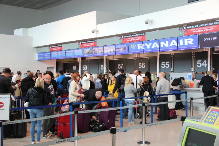 Kinderwagen oder Buggy bei Ryanair mitnehmen