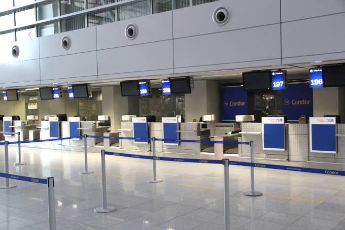 Condor Check-in am Flughafen