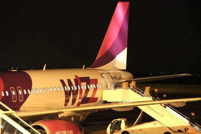 Wizz Air ist eine von zwei Fluggesellschaften, bei denen nur ein Mini-Handgepäckstück im Flugpreis inbegriffen ist.