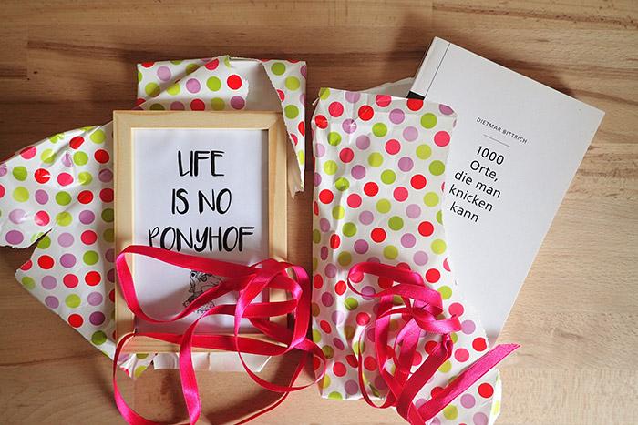 handgep ck eingepackte geschenke k nnen mitgenommen werden. Black Bedroom Furniture Sets. Home Design Ideas