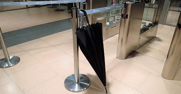 Ein Stockschirm kann im Handgepäck mitgenommen werden!